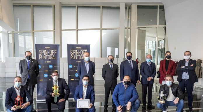 Autoridades e premiados na IV edición dos Premios Spin-Off PuntoGal. Fotos: Anxo Iglesias.